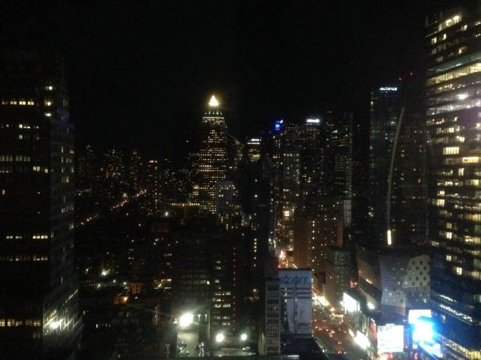 在天台上看到的夜景,虽然不高但人少看的舒服。