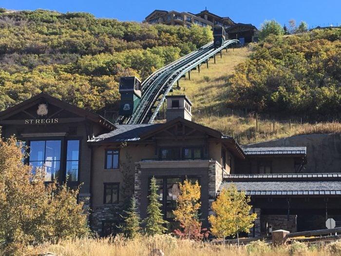 通往山上酒店的Funicular